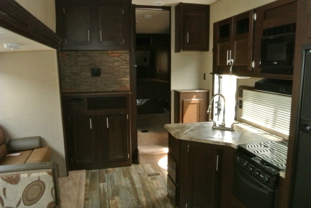 Cherokee 235B fifth Wheel Int