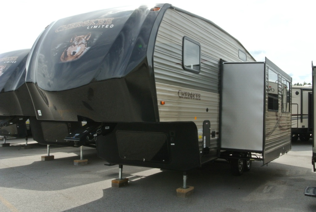 Cherokee 235B fifth Wheel