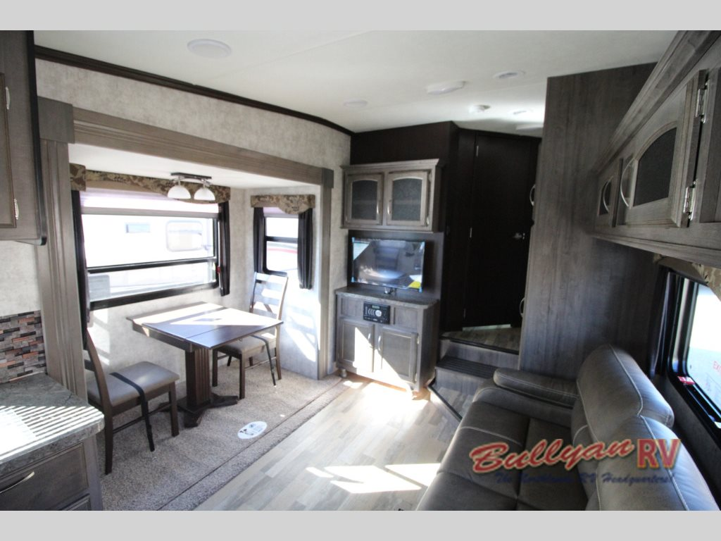 Winnebago Voyage Fifth Wheel Living Area 2