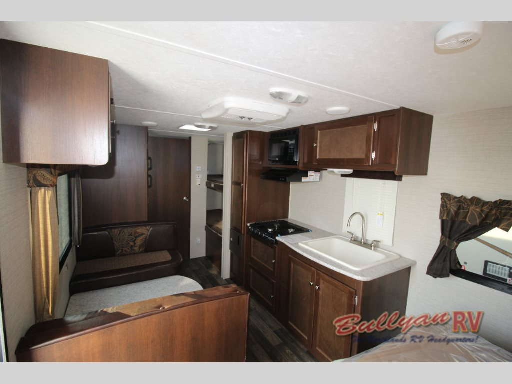 Keystone Bullet Crossfire 2070BH travel trailer interior