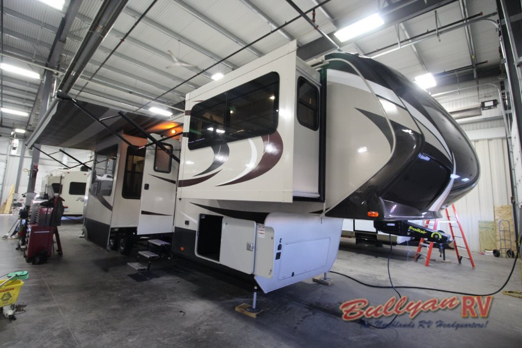 Grand Design Solitude 379Fl >> Grand Design Solitude 375FL Fifth Wheel Floorplan: Five Slide Rooms - Bullyan RVs Blog