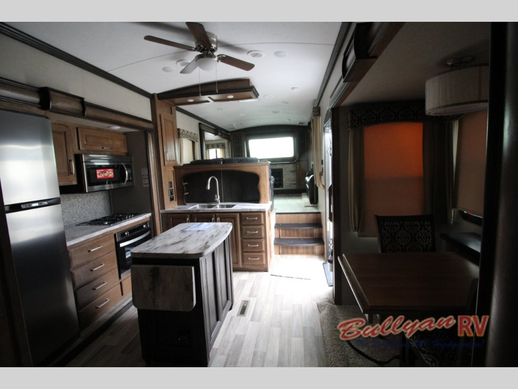 Keystone Montana 3730FL fifth wheel Interior