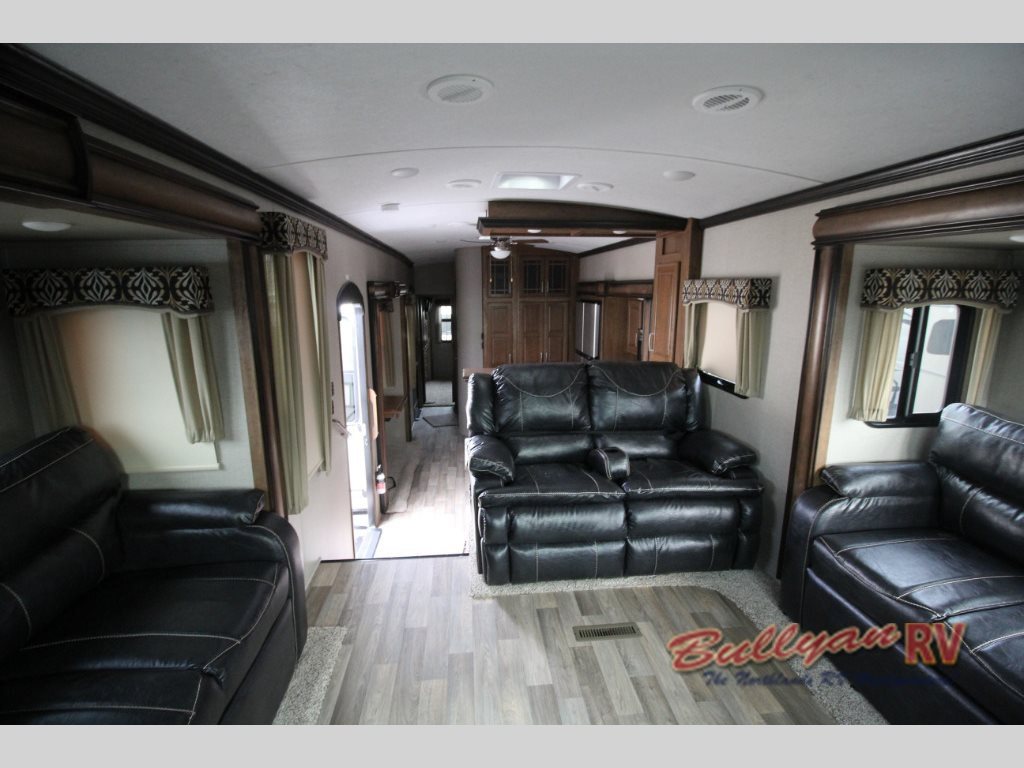Keystone Montana 3730FL fifth wheel Living Room