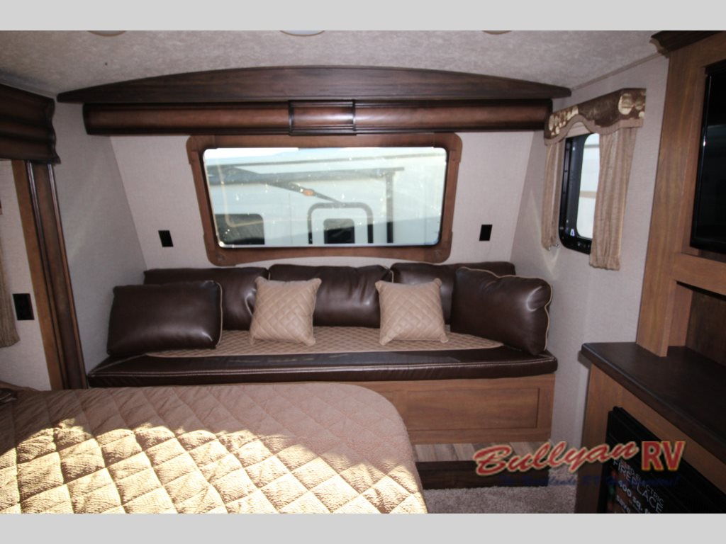 Keystone Montana Fifth Wheel Master Suite