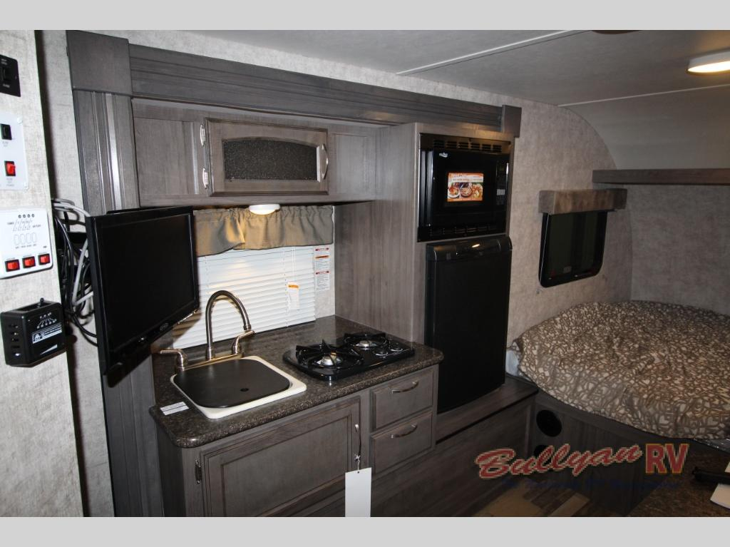 Winnebago Towbles Winnie Drop Travevl Trailer Interio