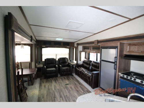 Cougar X-Lite 28SGS Fifth Wheel Interior