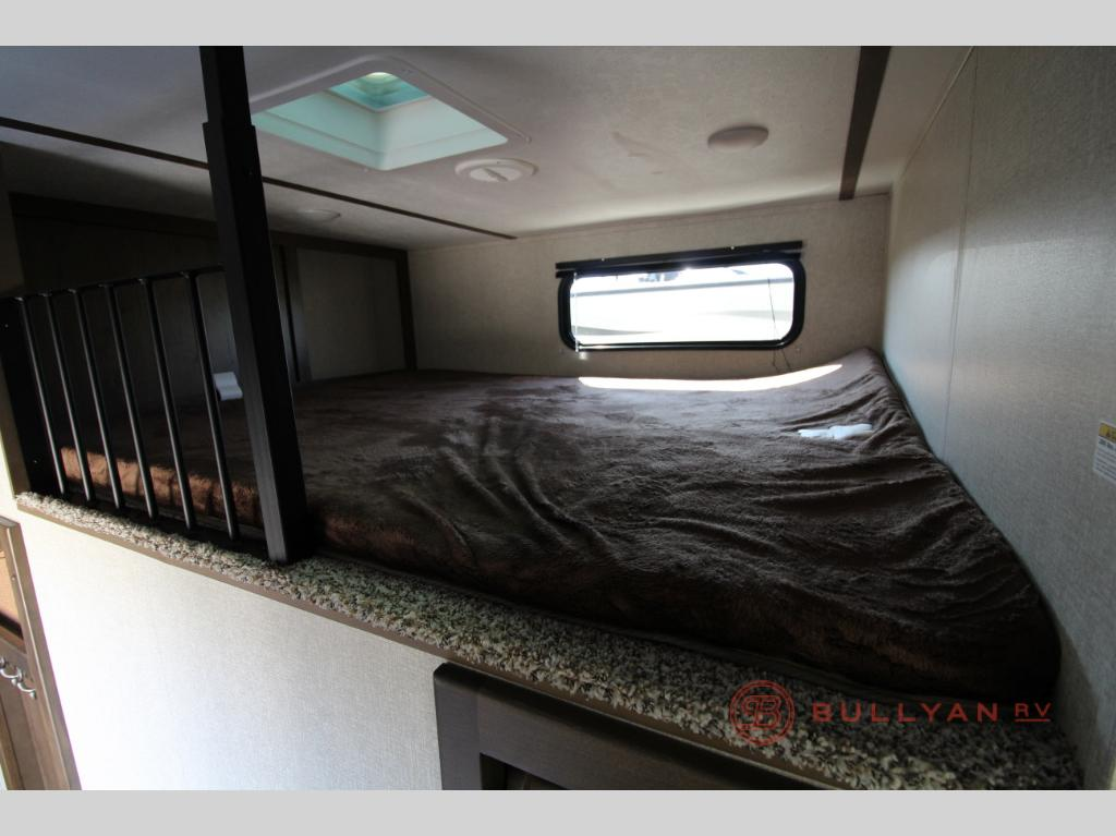 2019 Keystone RV Cougar 368MBI bunks