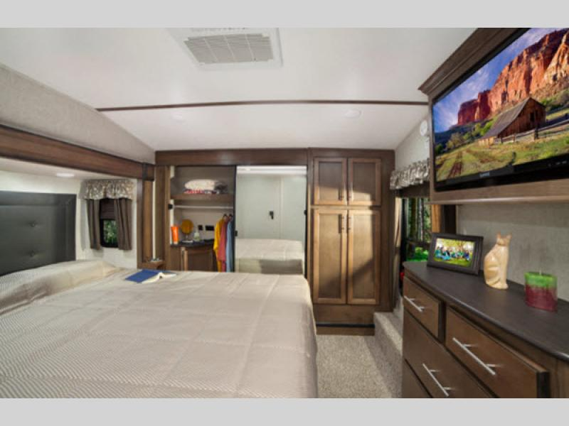 bedroom in cougar 5th wheel