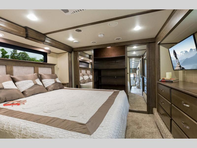 grand design solitude fifth wheel review bedroom