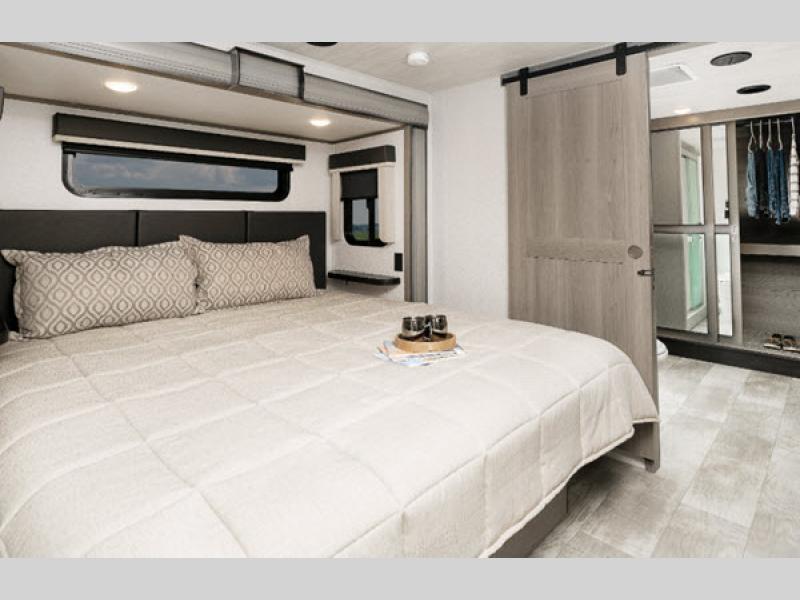 bedroom in Montana fifth wheel